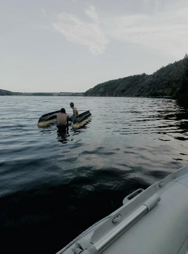 """На річці Смотрич врятували двох чоловіків, фото-1, Фото: """"Служба порятунку 101 Кам'янець-Подільський"""""""