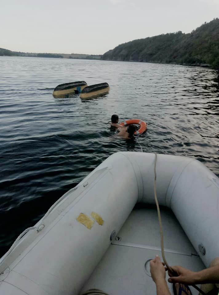 """На річці Смотрич врятували двох чоловіків, фото-2, Фото: """"Служба порятунку 101 Кам'янець-Подільський"""""""
