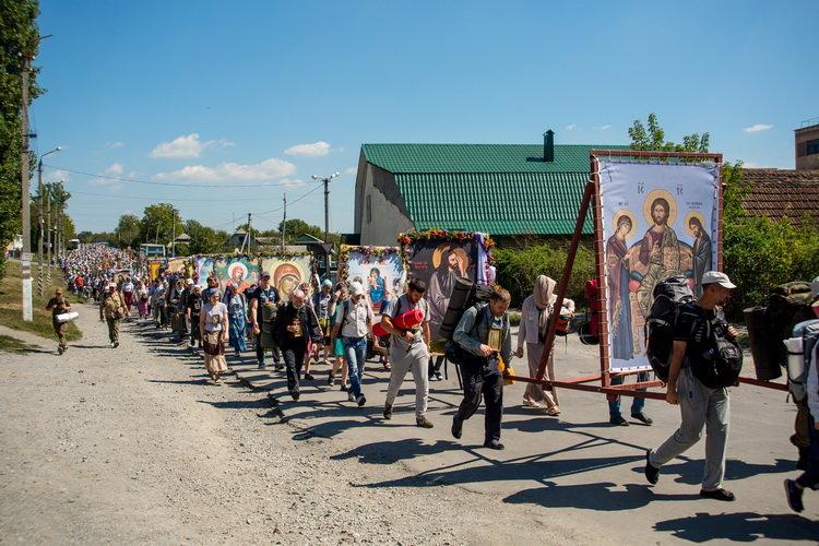 Хресний хід до Почаєва: понад 20 тисяч вірян вийшли з Кам'янця-Подільського, фото-9, Фото: СПЖ