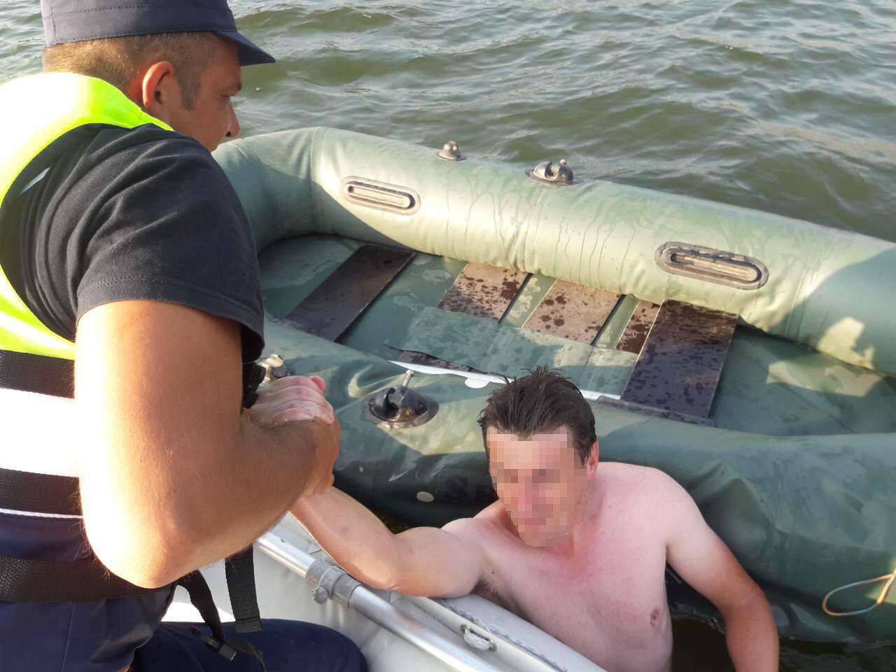 У селі Устя врятували двох чоловіків, фото-1