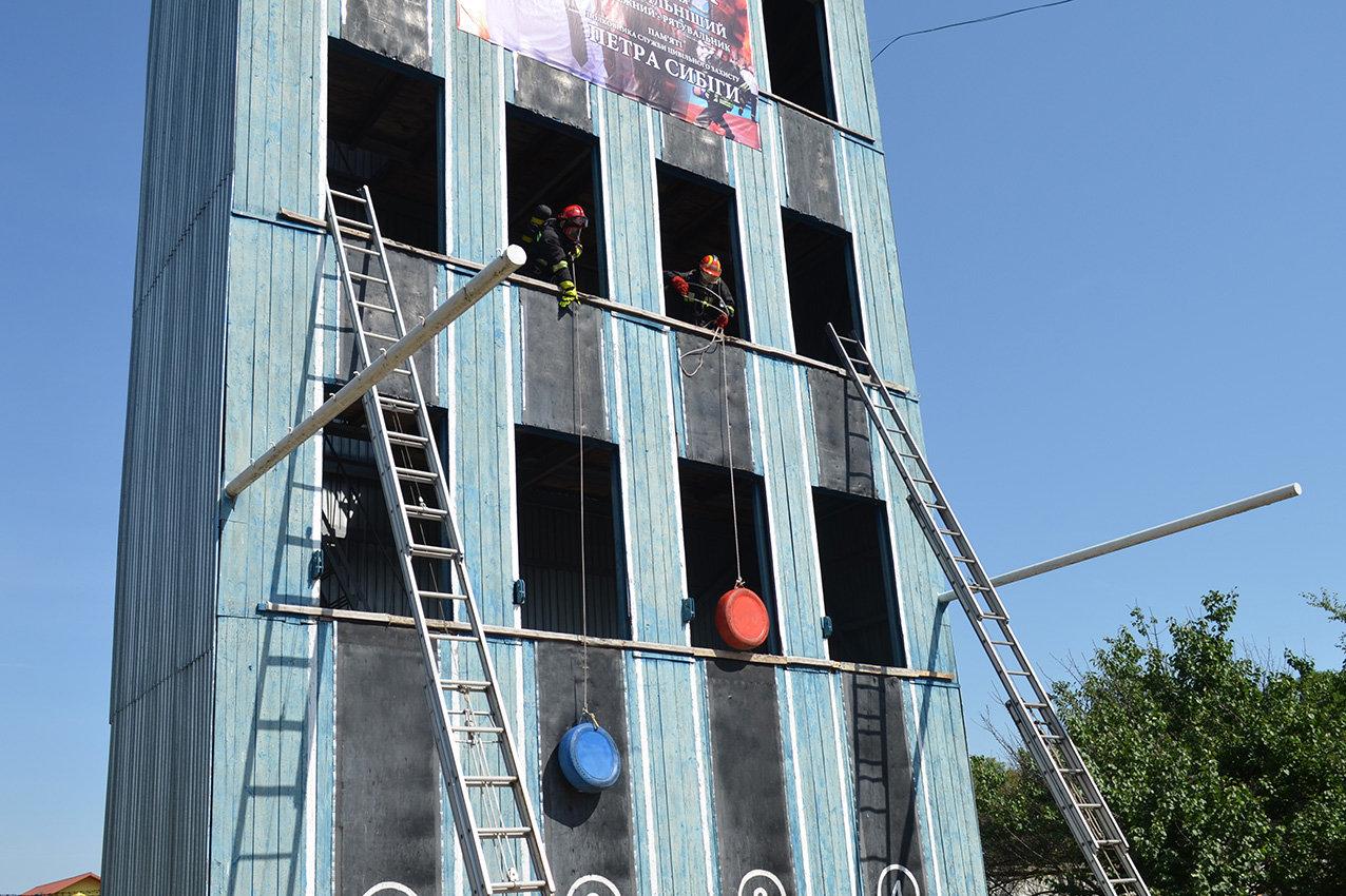 """Кам'янецькі рятувальники вибороли звання """"Найсильніший пожежний-рятувальник"""", фото-5"""