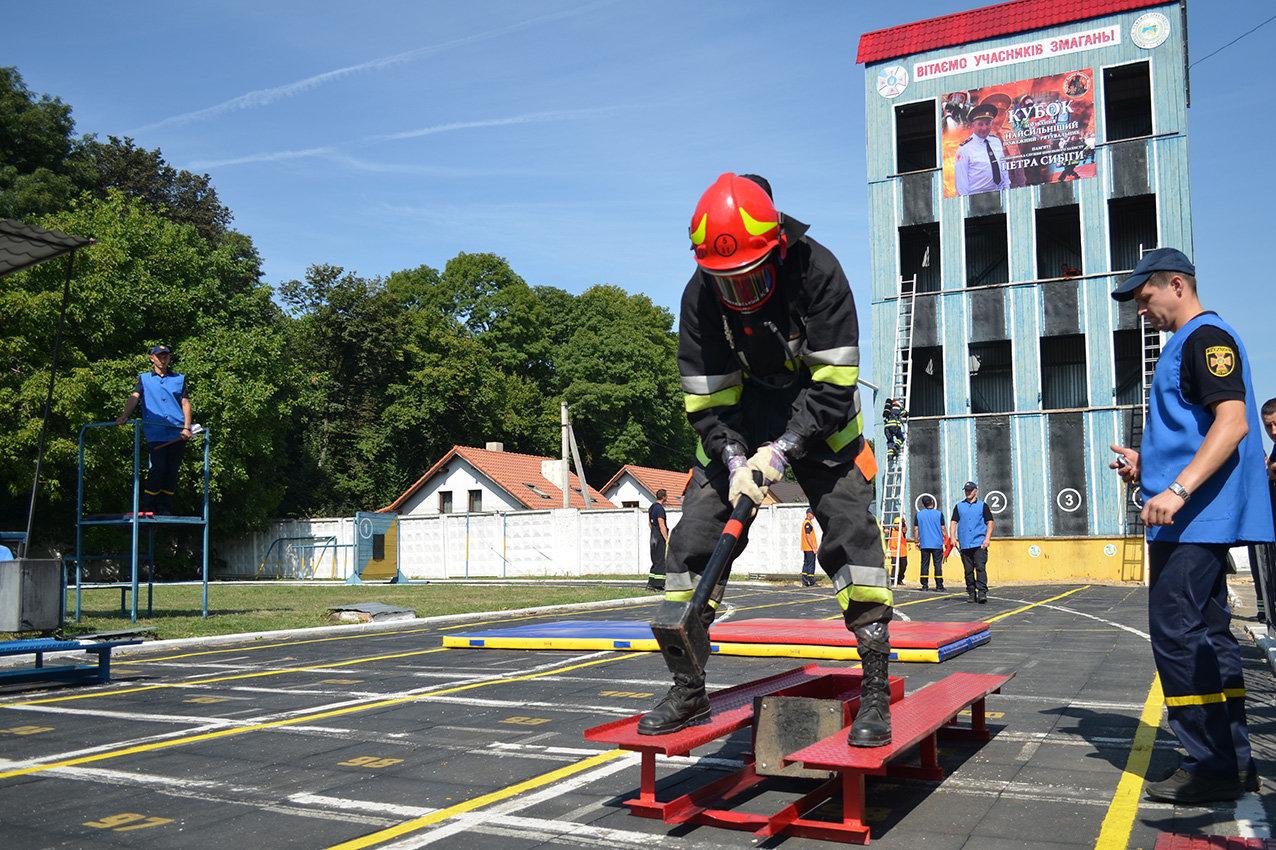 """Кам'янецькі рятувальники вибороли звання """"Найсильніший пожежний-рятувальник"""", фото-7"""