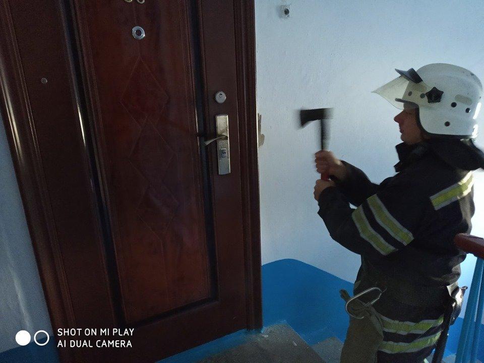 """На мікрорайоні Жовтневому у квартирі виявили тіло жінки, фото-1, Фото: """"Служба порятунку 101 Кам'янець-Подільський"""""""