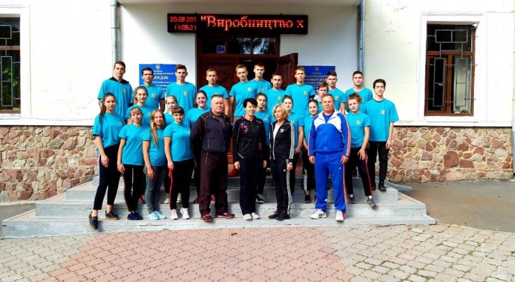 """Студенти харчового коледжу приєднались до Всеукраїнського флешмобу """"Берпі"""", фото-1"""