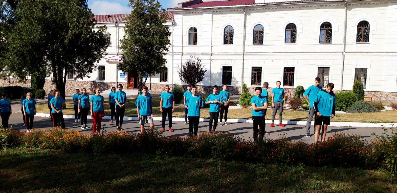 """Студенти харчового коледжу приєднались до Всеукраїнського флешмобу """"Берпі"""", фото-2"""