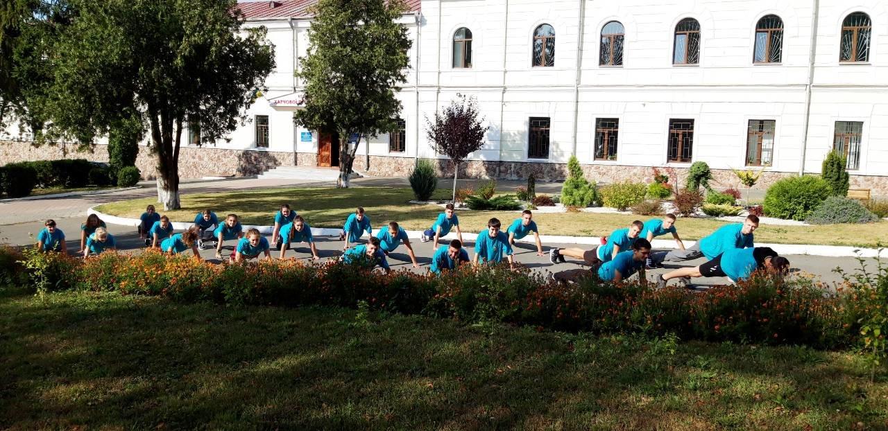 """Студенти харчового коледжу приєднались до Всеукраїнського флешмобу """"Берпі"""", фото-4"""