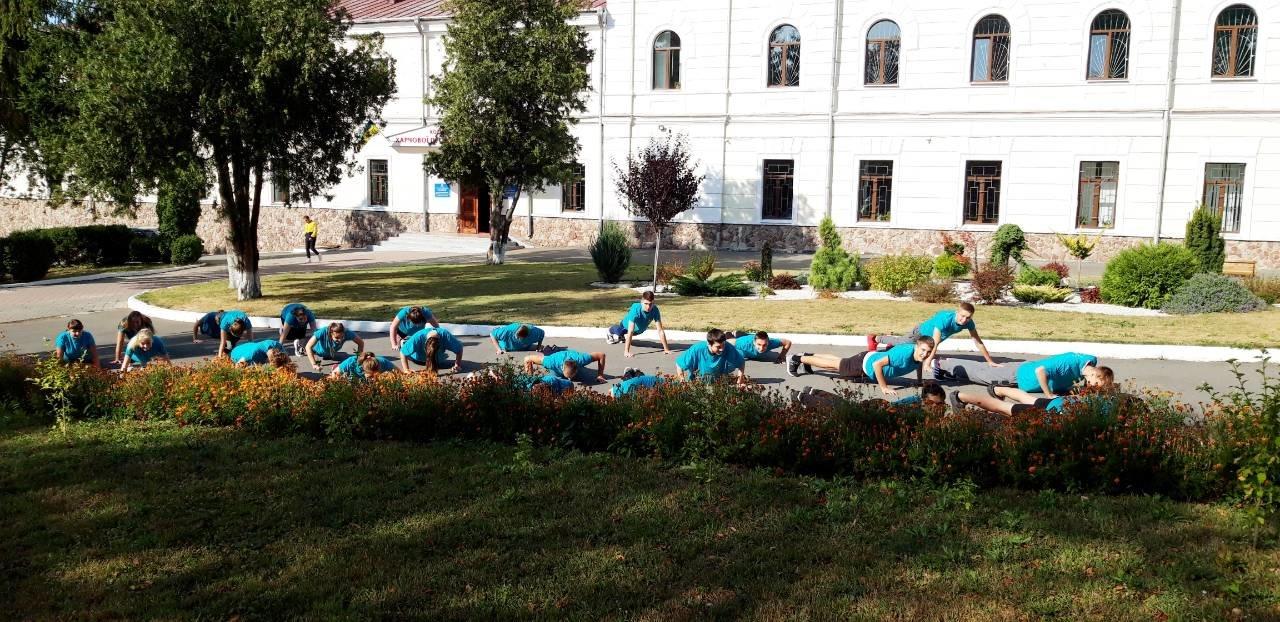 """Студенти харчового коледжу приєднались до Всеукраїнського флешмобу """"Берпі"""", фото-5"""