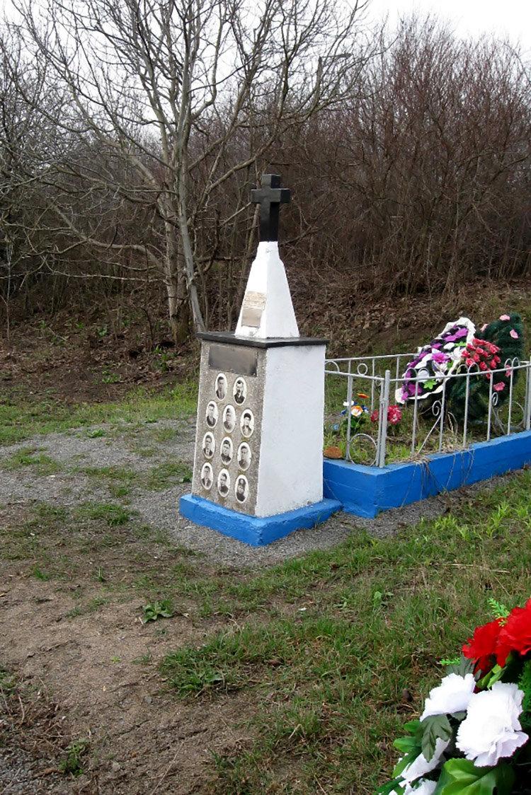 Студенти ПДАТУ впорядкувати могили на території понтонної частини, фото-4, Фото: ПДАТУ