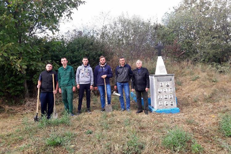 Студенти ПДАТУ впорядкувати могили на території понтонної частини, фото-7, Фото: ПДАТУ