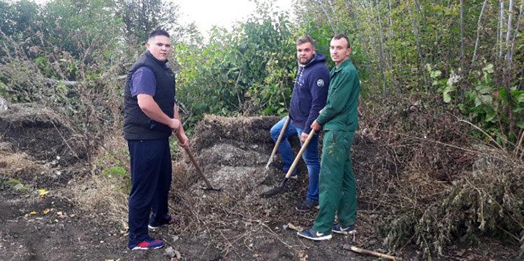 Студенти ПДАТУ впорядкувати могили на території понтонної частини, фото-1, Фото: ПДАТУ
