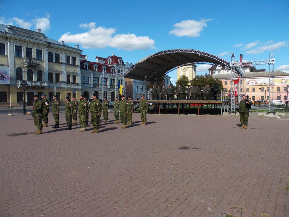 У Кам'янці-Подільському відбувся Парад медалей на честь військових інструкторів-саперів з Канади, фото-1, Фото: Центр розмінування