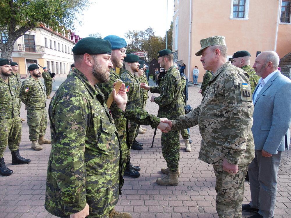 У Кам'янці-Подільському відбувся Парад медалей на честь військових інструкторів-саперів з Канади, фото-2, Фото: Центр розмінування