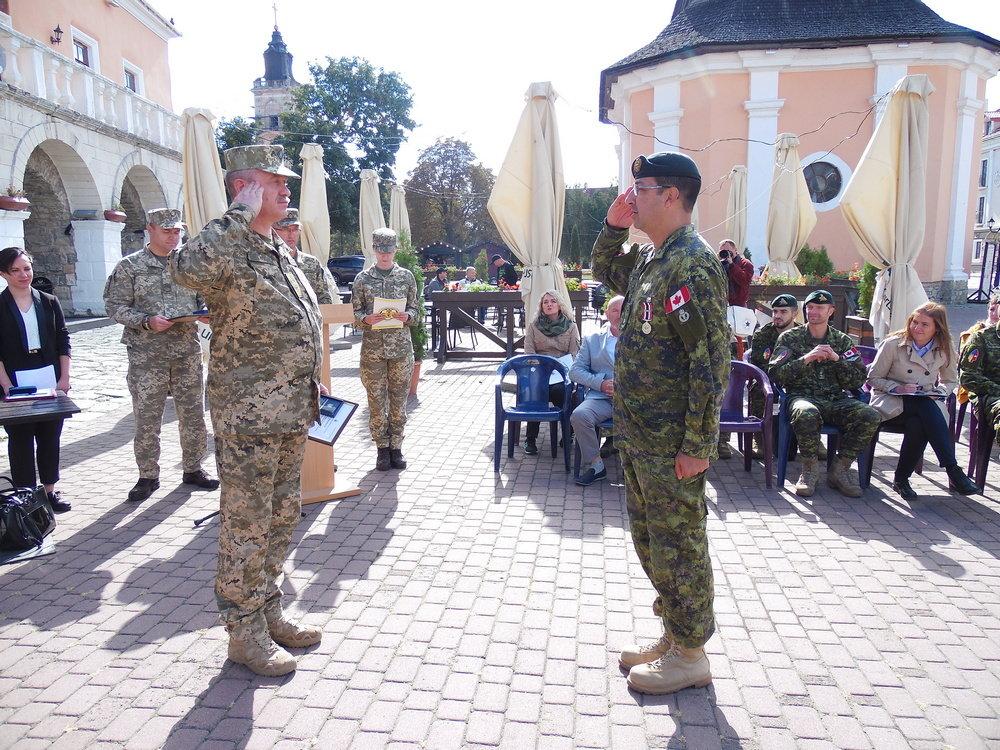 У Кам'янці-Подільському відбувся Парад медалей на честь військових інструкторів-саперів з Канади, фото-8, Фото: Центр розмінування