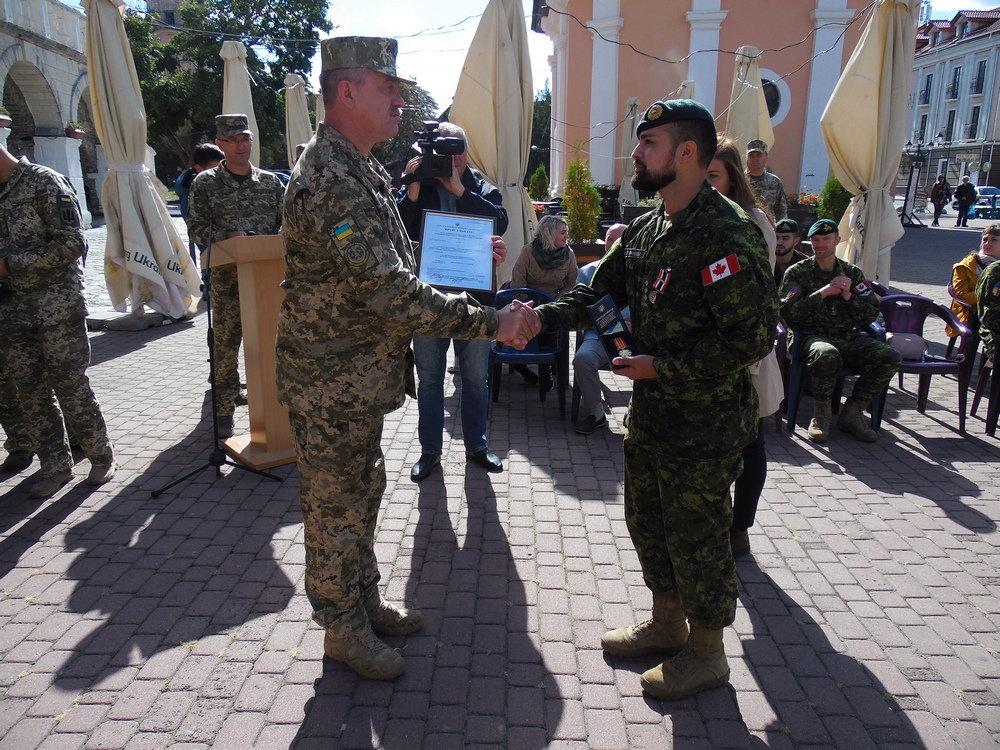 У Кам'янці-Подільському відбувся Парад медалей на честь військових інструкторів-саперів з Канади, фото-11, Фото: Центр розмінування