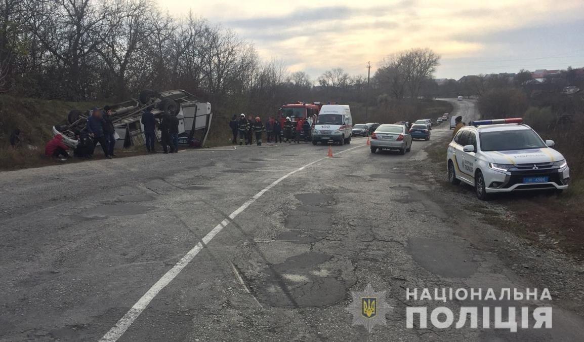 На околицях Довжка перекинувся рейсовий автобус, фото-2