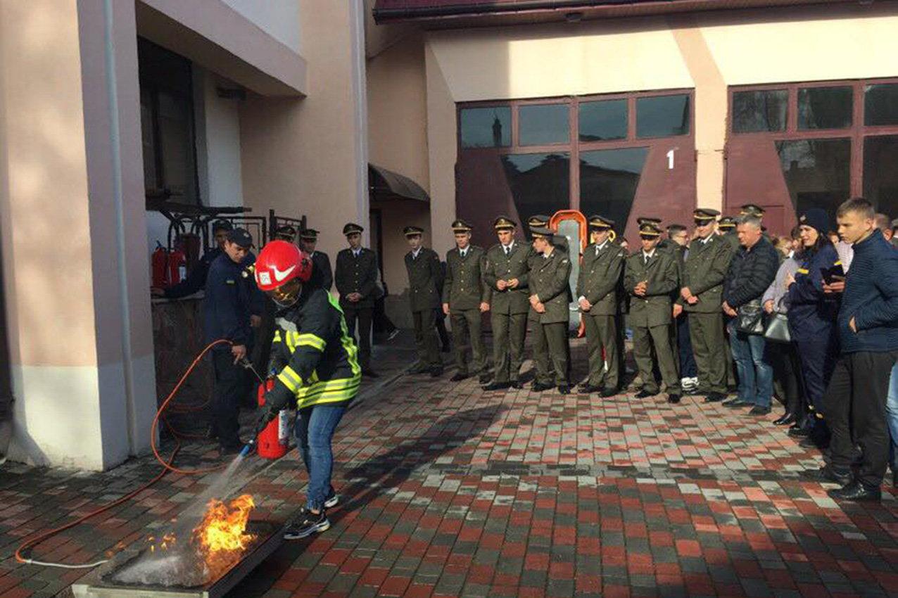 Випускники кам'янецького військового ліцею отримали майстер-клас від надзвичайників, фото-3, Фото:  ГУ ДСНС України у Хмельницькій області