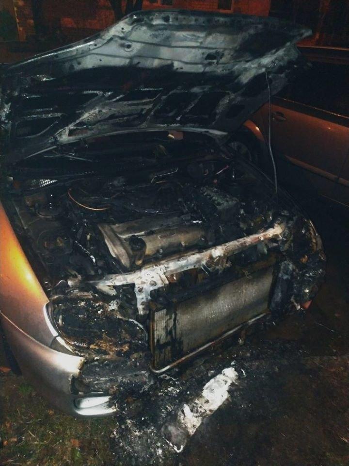 """У Кам'янці-Подільському згоріла """"Mazda323""""  , фото-2, Фото: """"Служба порятунку 101 Кам'янець-Подільський"""""""