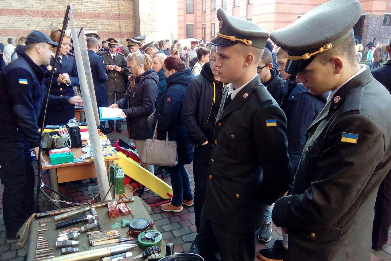 Випускники кам'янецького військового ліцею отримали майстер-клас від надзвичайників, фото-6, Фото:  ГУ ДСНС України у Хмельницькій області