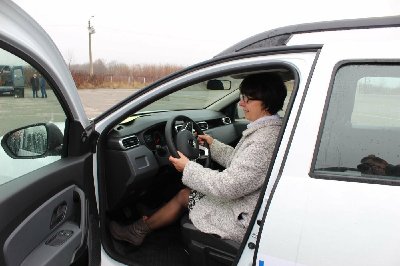 """Кам'янеччина отримала легкові авто """"Renault DUSTER"""" для сільських амбулаторій, фото-31, Фото: Хмельницька ОДА"""