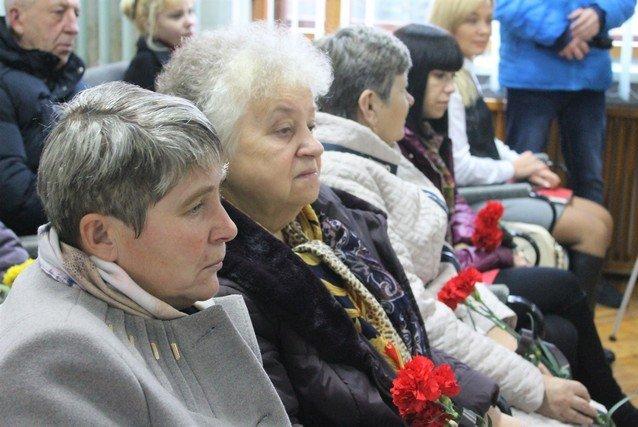 Імена Героїв Хмельниччини увіковічнили в книгах, фото-1, Фото: Міська рада