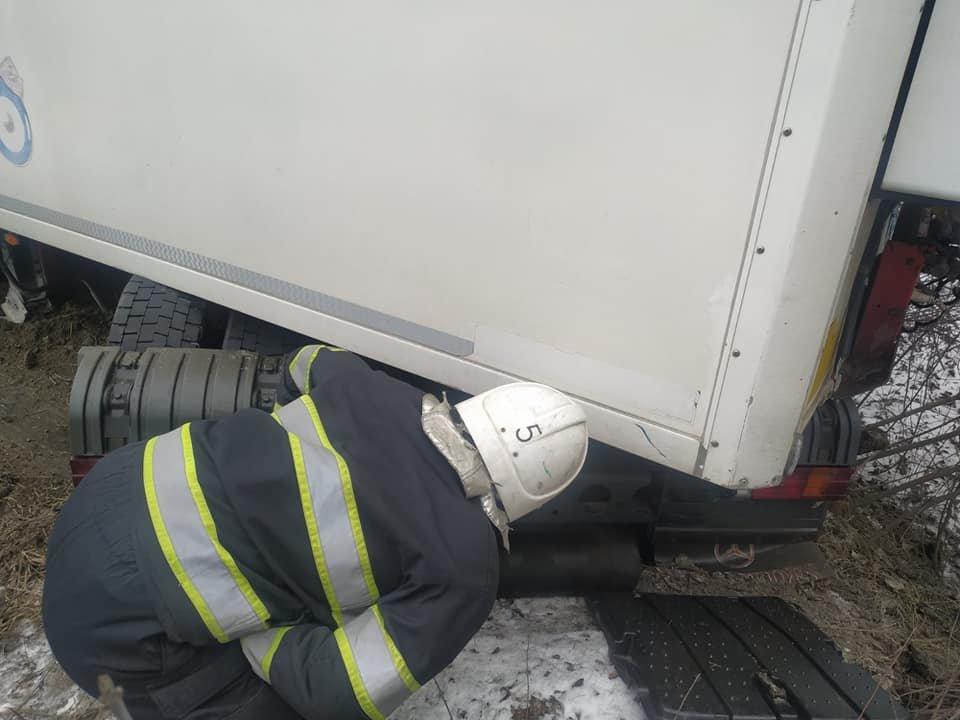 """Неподалік """"тещиного язика"""" водій вантажівки не впорався із керуванням, фото-1"""