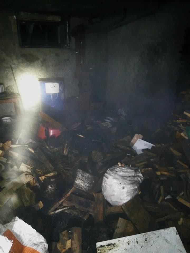 """Необережне поводження із вогнем спричинило пожежу у Мукші Китайгородській, фото-1, Фото: """"Служба порятунку 101 Кам'янець-Подільський"""""""