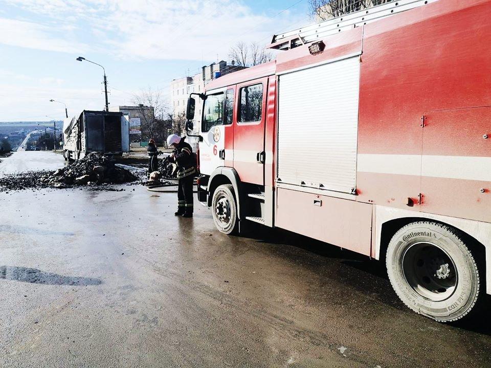 """На виїзді з Кам'янця-Подільського загорілась вантажівка, фото-1, Фото: """"Служба порятунку 101 Кам'янець-Подільський"""""""
