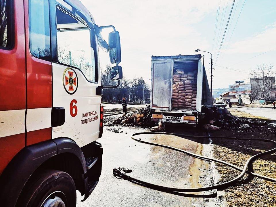 """На виїзді з Кам'янця-Подільського загорілась вантажівка, фото-2, Фото: """"Служба порятунку 101 Кам'янець-Подільський"""""""