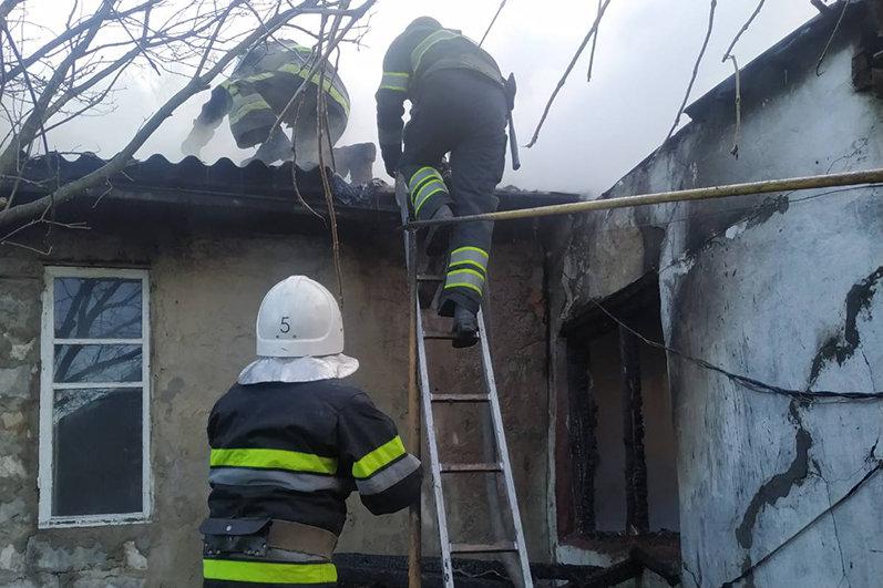 На Кам'янеччині рятувальники ліквідували пожежу житлового будинку, фото-1