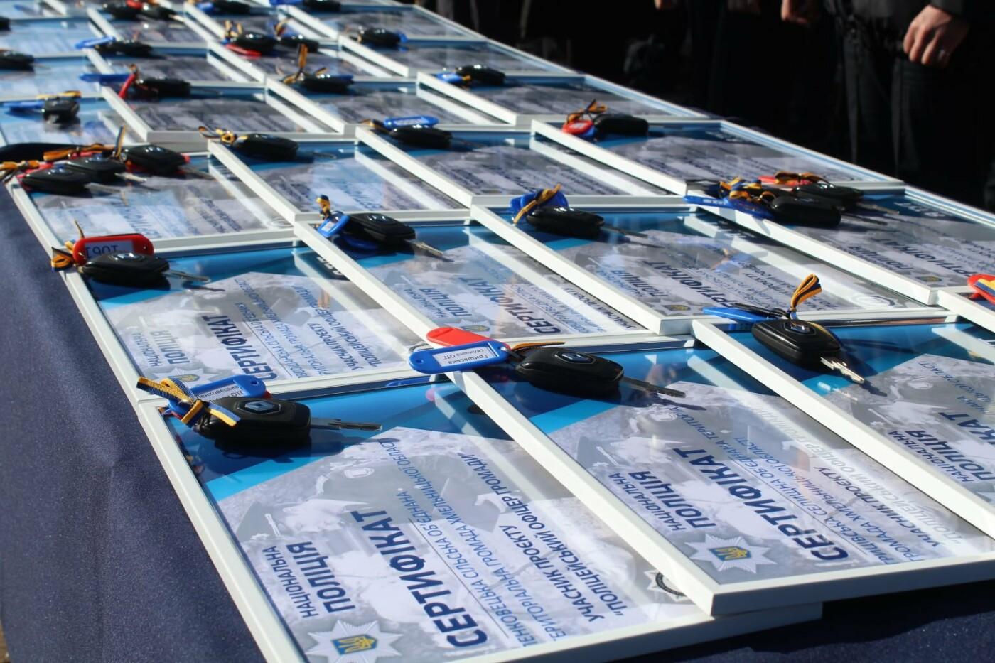 Поліцейські офіцери громади Кам'янеччини отримали службові автомобілі, фото-3, Фото: Хмельницька ОДА