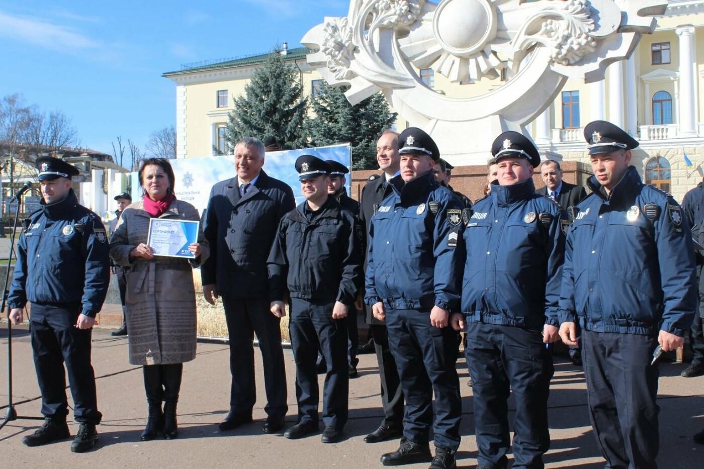 Поліцейські офіцери громади Кам'янеччини отримали службові автомобілі, фото-4, Фото: Хмельницька ОДА