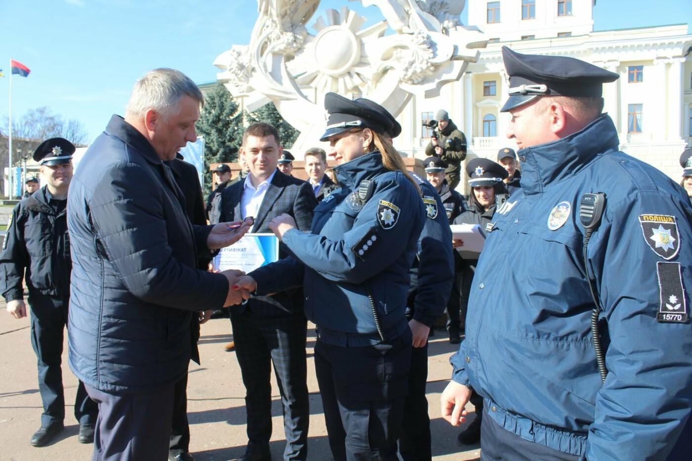 Поліцейські офіцери громади Кам'янеччини отримали службові автомобілі, фото-13, Фото: Хмельницька ОДА
