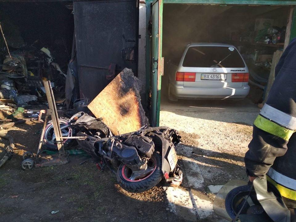 """У Кам'янці-Подільському горів приватний гараж, фото-1, Фото: """"Служба порятунку 101 Кам'янець-Подільський"""""""