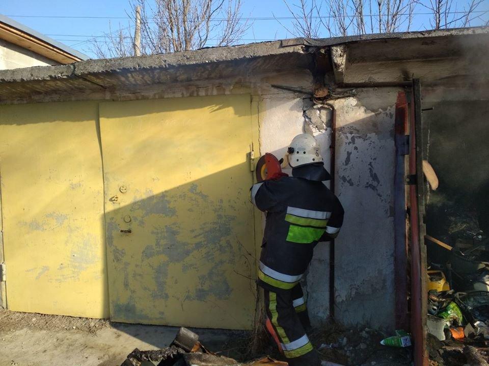 """У Кам'янці-Подільському горів приватний гараж, фото-3, Фото: """"Служба порятунку 101 Кам'янець-Подільський"""""""