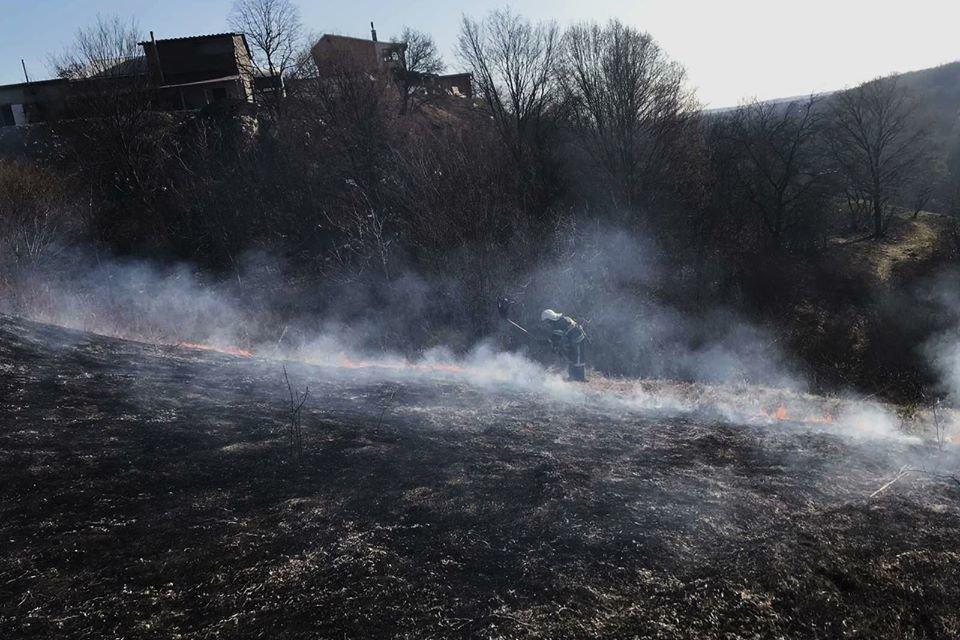 На Кам'янеччині рятувальники ліквідували загоряння сухої трави, фото-3, Фото: ГУ ДСНС України у Хмельницькій області
