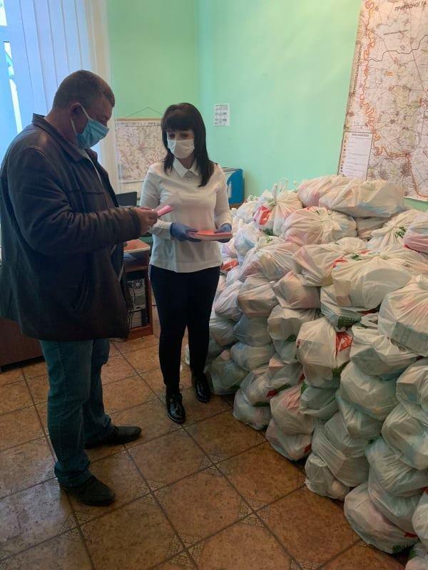На Кам'янеччині пенсіонери старші за 80 років отримають продуктові набори , фото-1