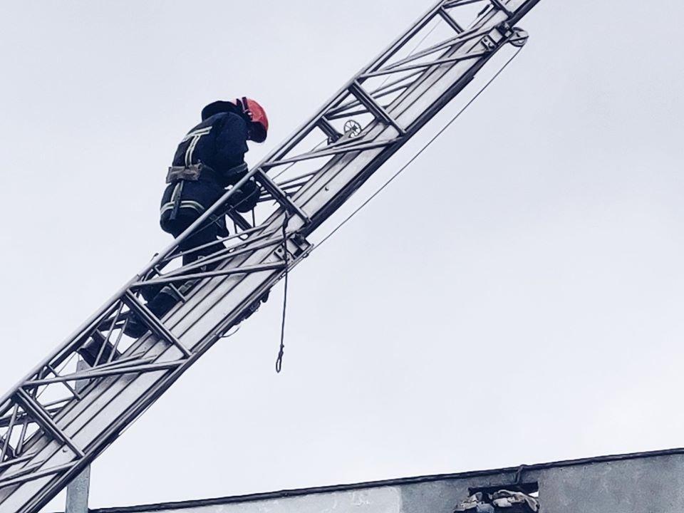 На мікрорайоні Жовтневому намагались вчинити самогубство, фото-1