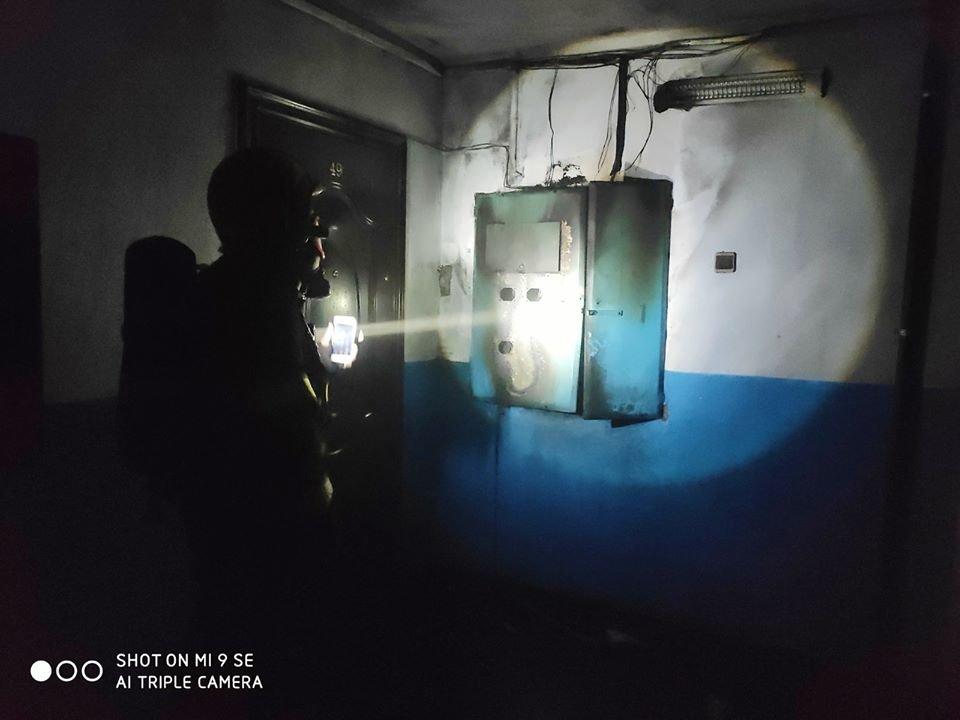 """У Кам'янці-Подільського сталась пожежа у багатоповерховому будинку, фото-4, Фото: """"Служба порятунку 101 Кам'янець-Подільський"""""""