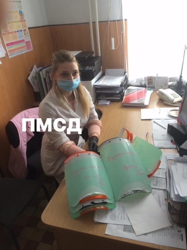 """Благодійники передали захисні щитки кам'янецьким медикам, фото-1, Фото: """"Врятуй Кам'янець-Подільський"""""""