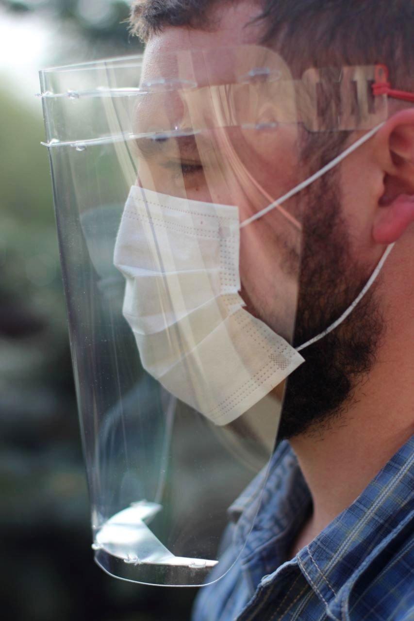 Кам'янецьким медикам передали захисні щитки та маски, фото-2, Фото: Михайло Сімашкевич, Фейсбук