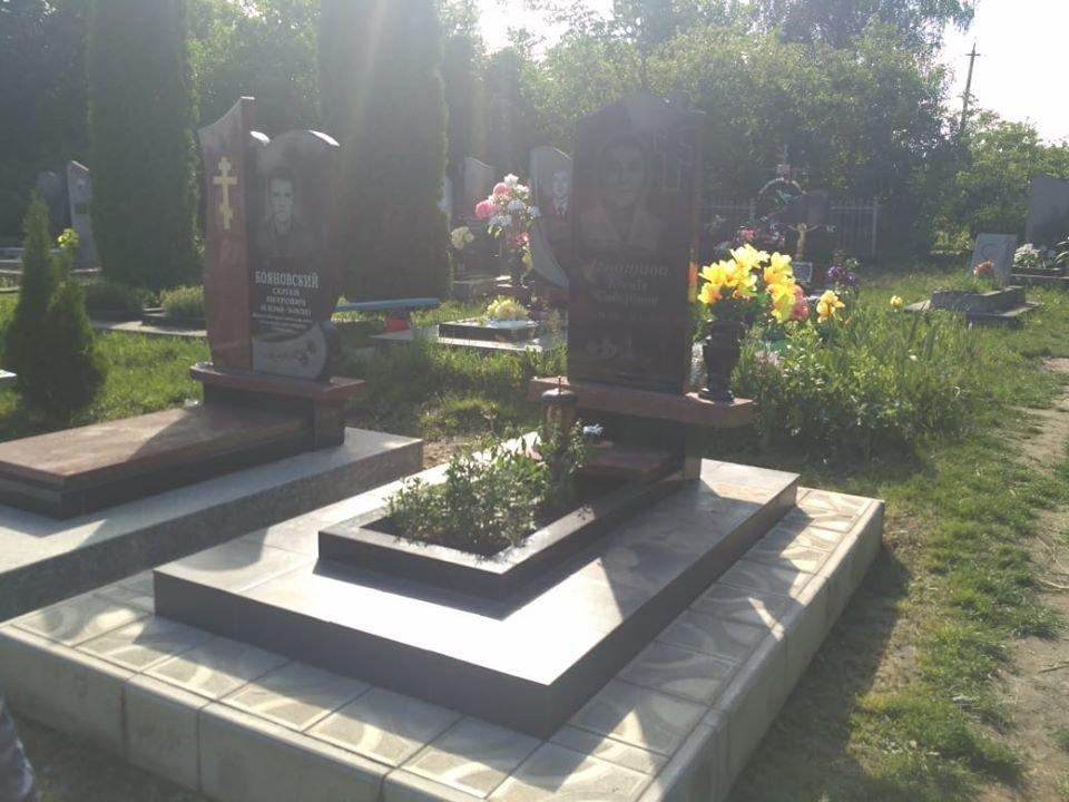 В селі Цибулівка вчинили наругу над могилами на кладовищі, фото-1