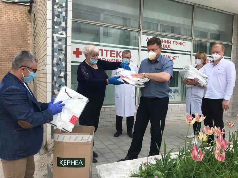 Заклади охорони здоров'я Кам'янеччини отримали захисні костюми, фото-2, Фото: Кам'янець-Подільська РДА