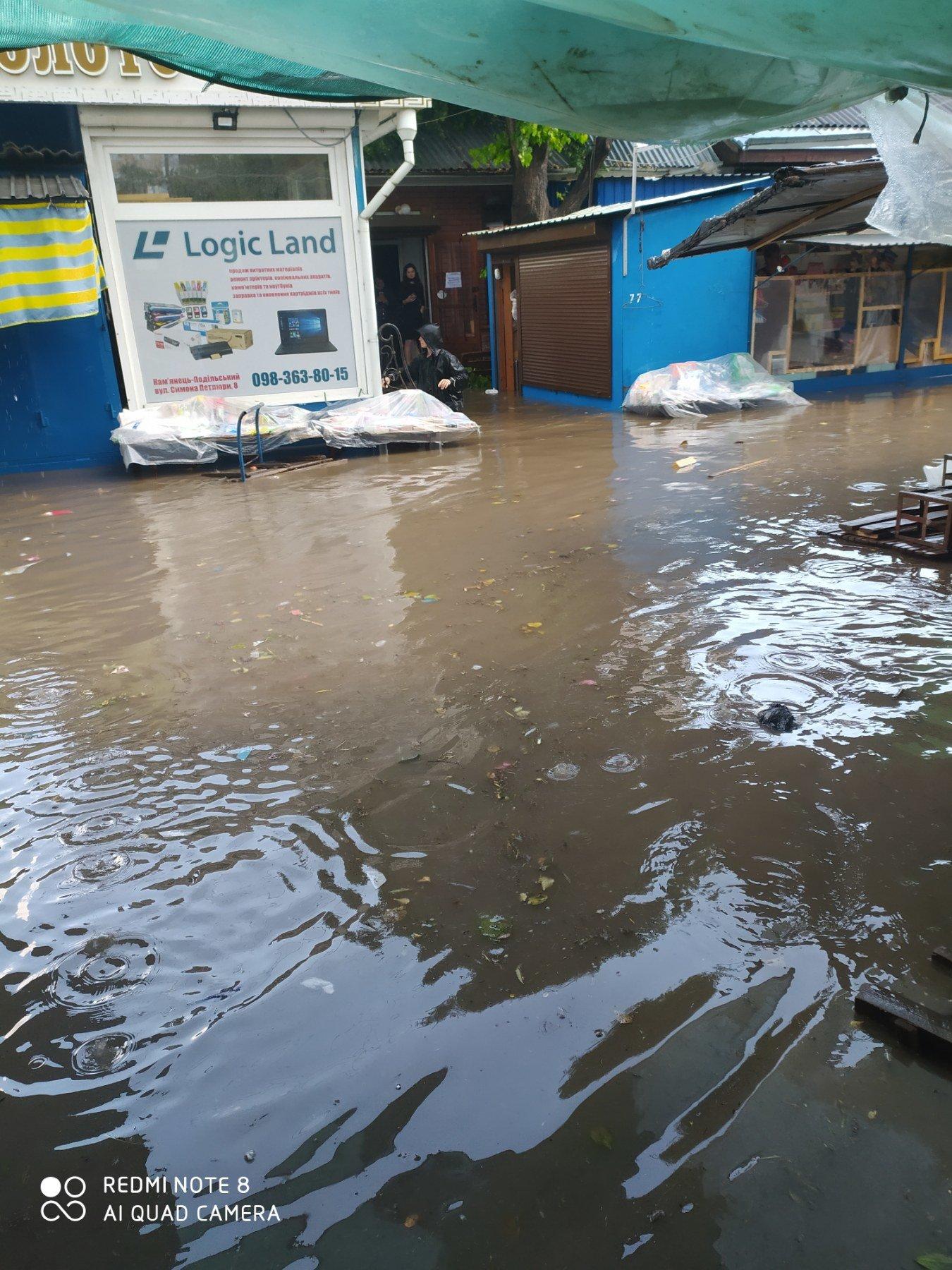 """Чому затоплює ринок у Кам'янці-Подільському?, фото-1, Фото: Вайбер-спільнота """"ЖКГ -ІНФО"""""""