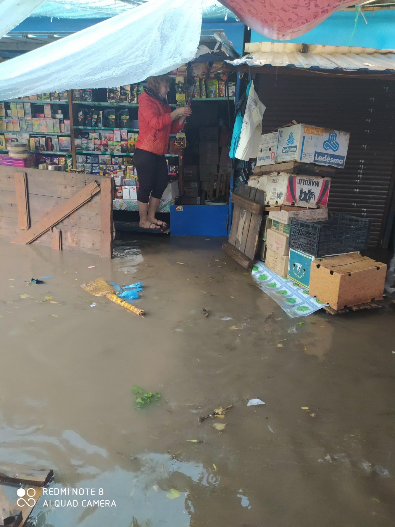 """Чому затоплює ринок у Кам'янці-Подільському?, фото-2, Фото: Вайбер-спільнота """"ЖКГ -ІНФО"""""""