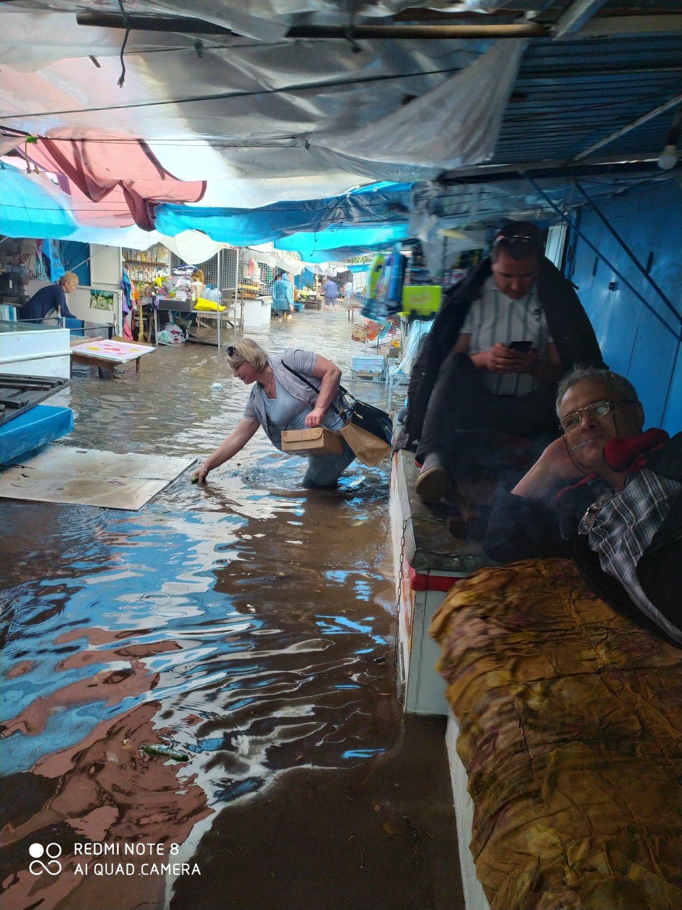 """Чому затоплює ринок у Кам'янці-Подільському?, фото-3, Фото: Вайбер-спільнота """"ЖКГ -ІНФО"""""""