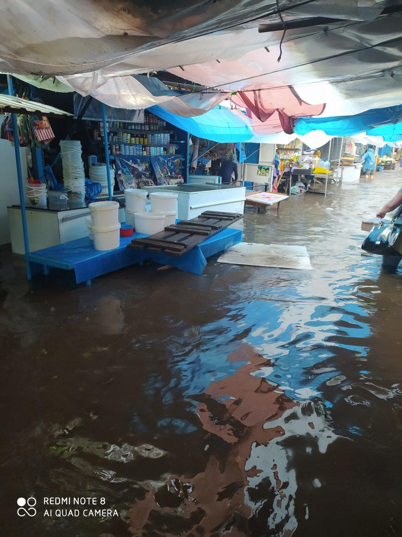 """Чому затоплює ринок у Кам'янці-Подільському?, фото-4, Фото: Вайбер-спільнота """"ЖКГ -ІНФО"""""""