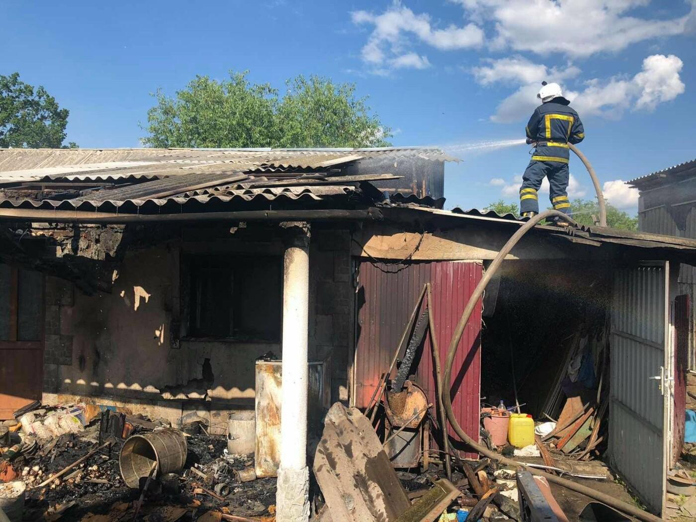 """На Кам'янеччині горіла літня кухня, фото-1, Фото: """"Служба порятунку 101 Кам'янець-Подільський"""""""