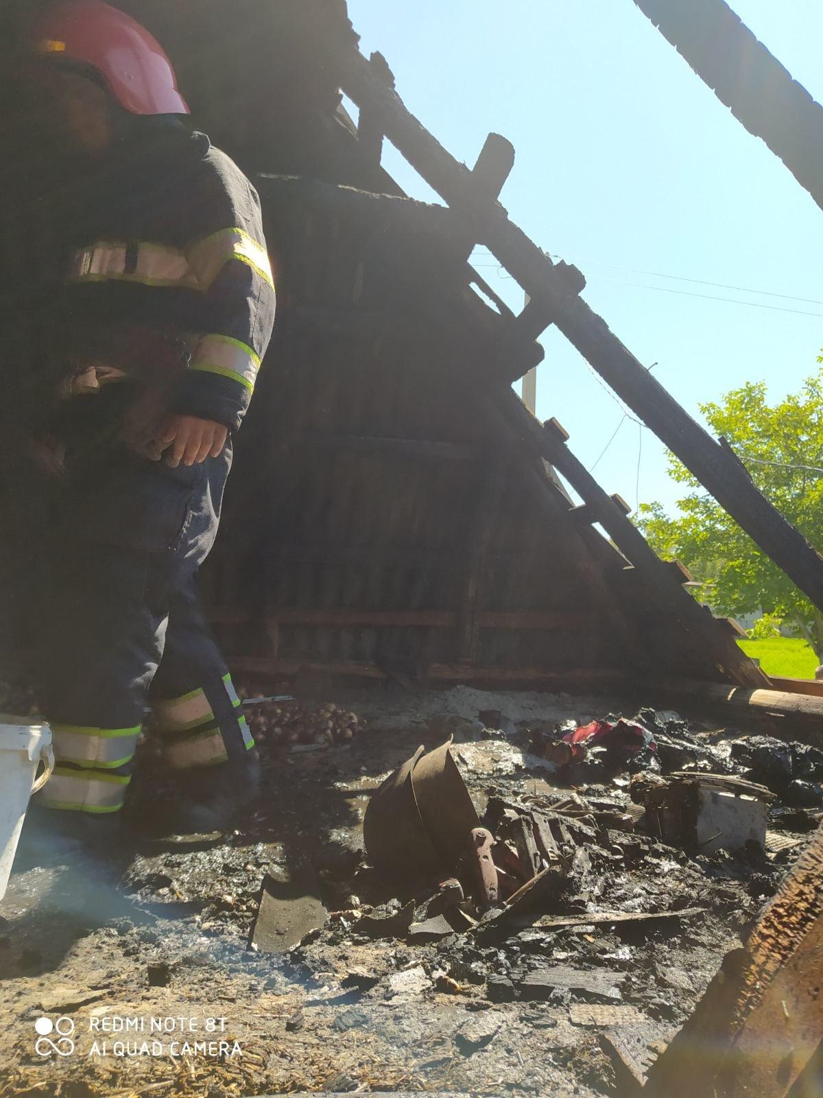 Рятувальники ліквідували пожежу будинку у Кадиївцях, фото-2, Фото: ГУ ДСНС України у Хмельницькій області