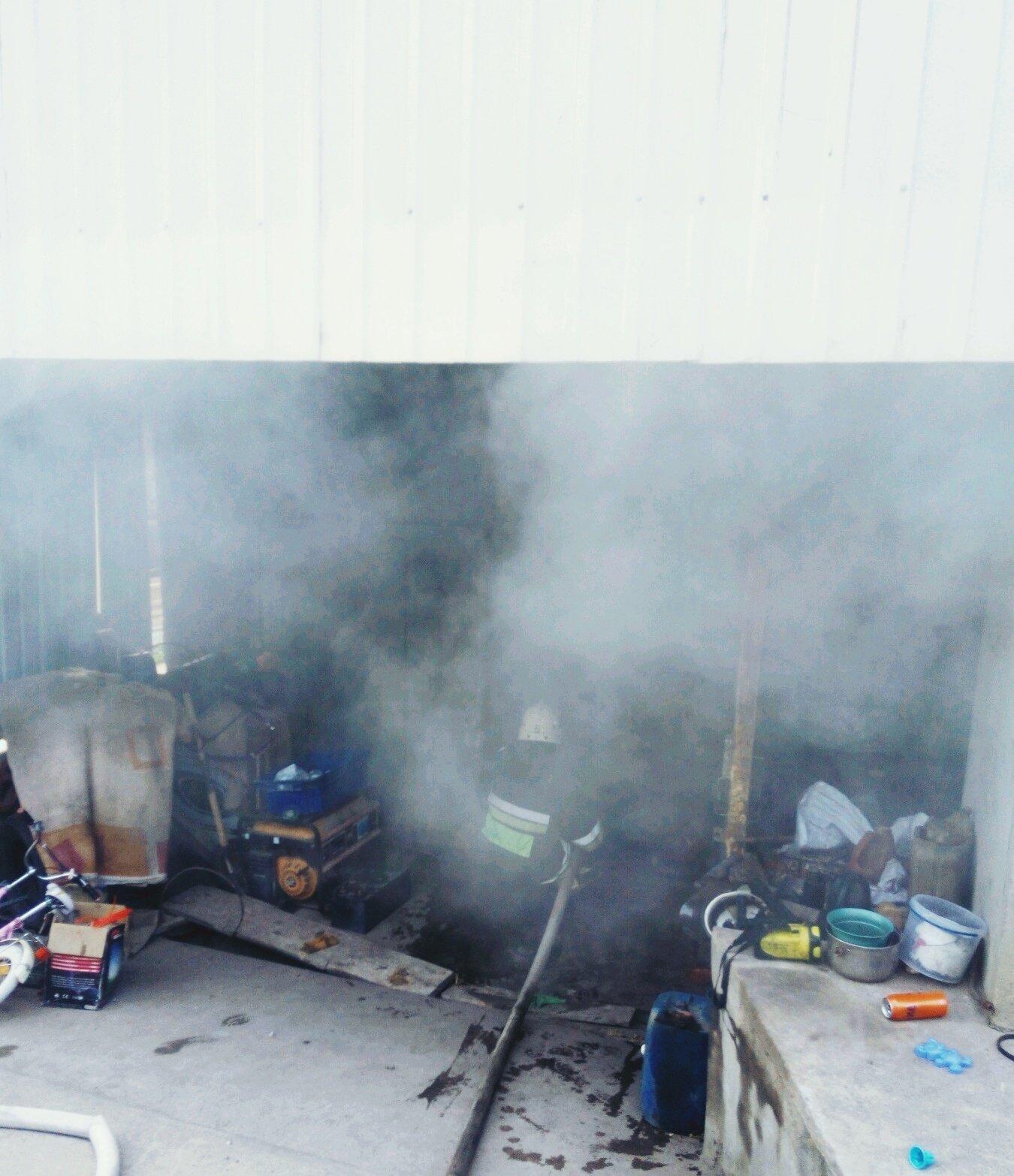У Кам'янці ліквідували пожежу житлового будинку, фото-1, Фото: ГУ ДСНС в Хмельницькій області