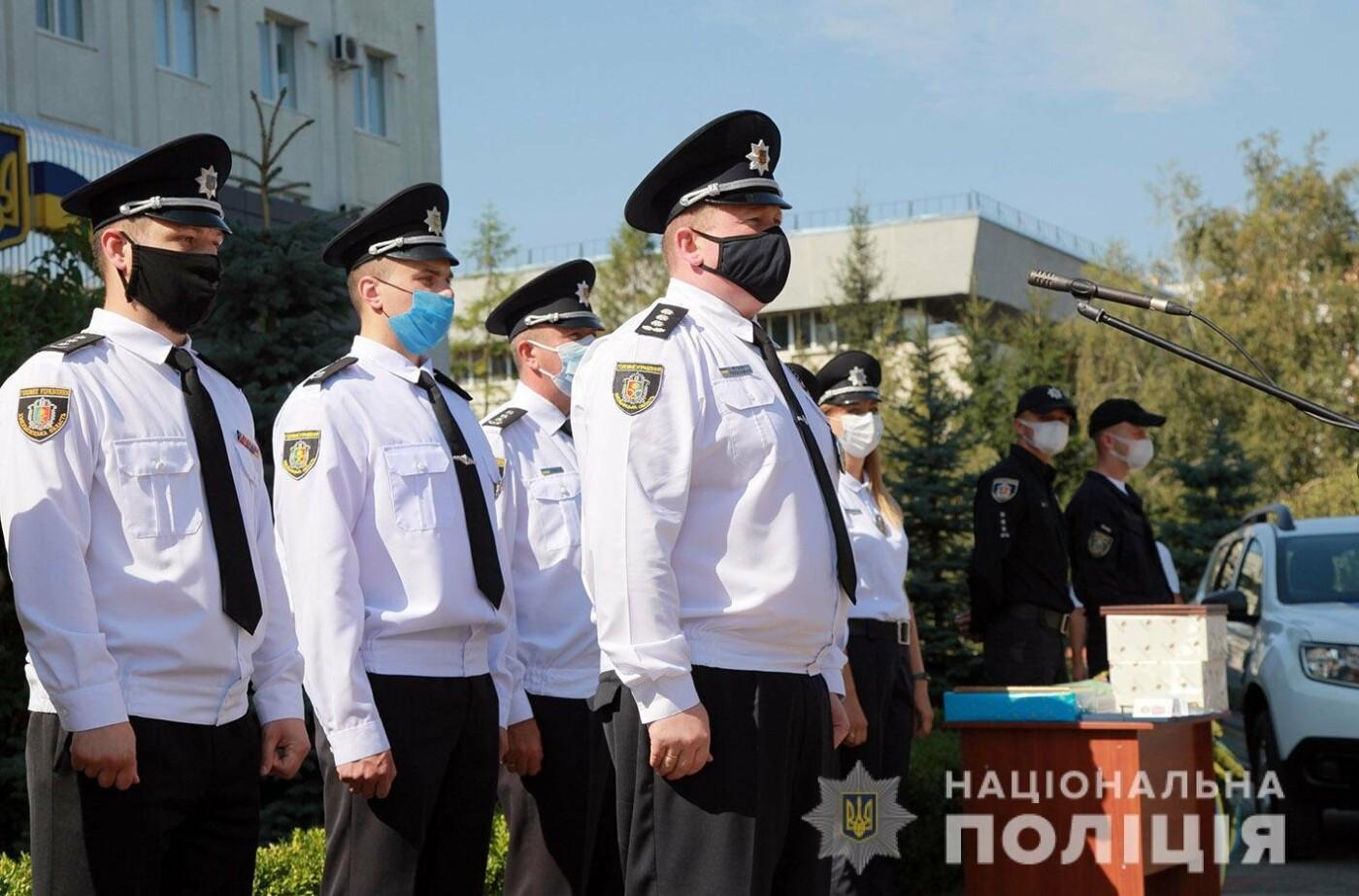 Поліцейські Кам'янець-Подільського району отримали новий службовий автомобіль, фото-3